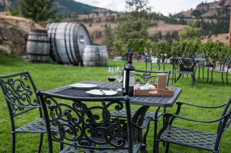 picnic area at sumac ridge winery in summerland