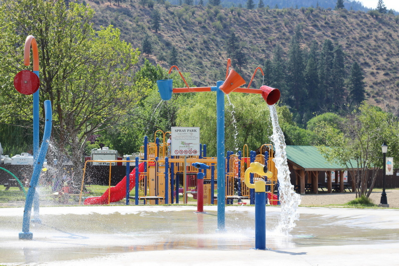 Kenyon splash park near picnic tables